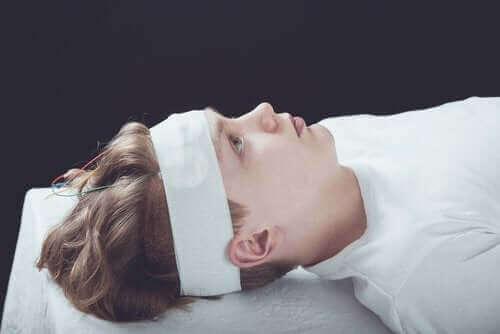 Diagnose, behandling og symptomer på hjernerystelse