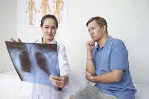 Pleuritt: Symptomer, årsaker og behandling