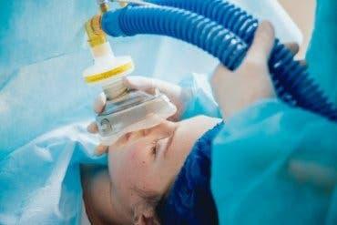 En pasient som får generell anestesi før operasjonen