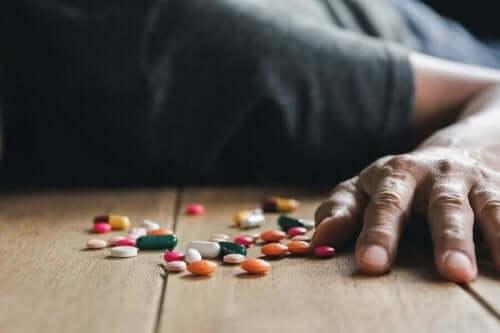 Person og piller.