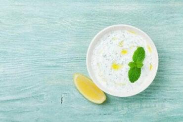 Oppskrift på en deilig hjemmelaget yoghurtsaus