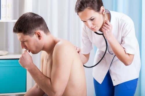 Hva er årsaken til at vi hoster og hvordan kan vi forebygge det?