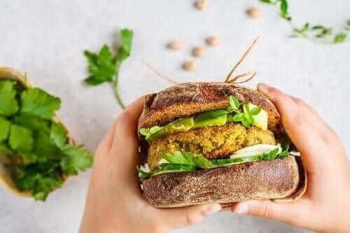 To oppskrifter på veganske burgere du absolutt bør prøve