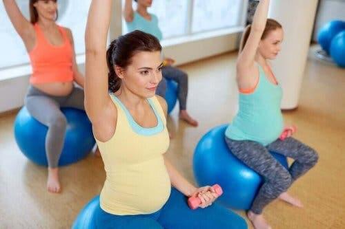 Gravide kvinner trener