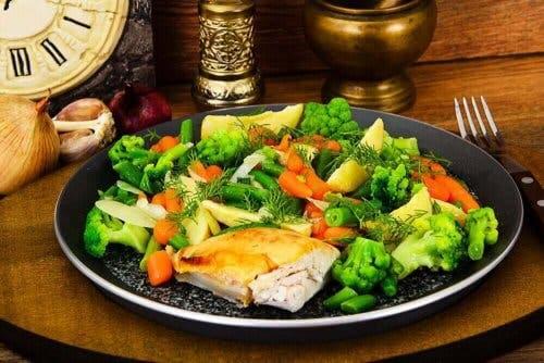 Kylling og dampede grønnsaker