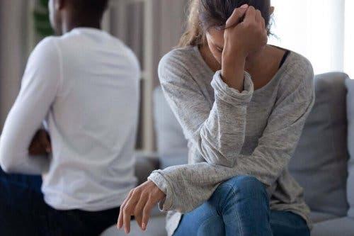 En mann og en kvinne har kranglet