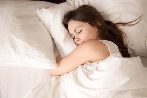Det du gjør om dagen påvirker søvnen din