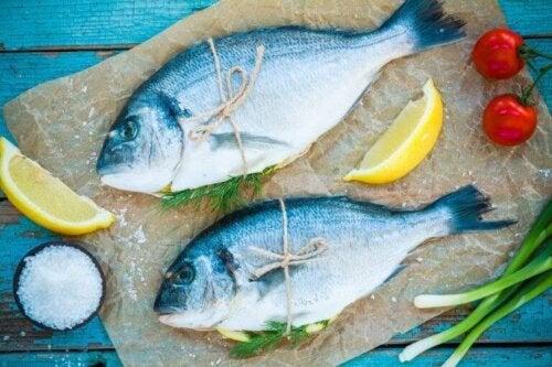 Fisk med sitron og tomat