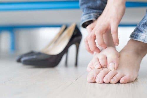 En inngrodd tånegl kan komme av upassende skotøy.