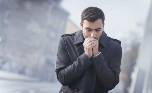 Tørre og sprukne hender er noe du kan forebygge om vinteren.