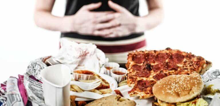 Følelsesmessig sult: årsaken til at man spiser følelsene sine
