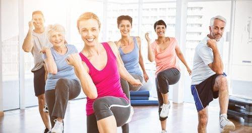 Kvinner trener sammen