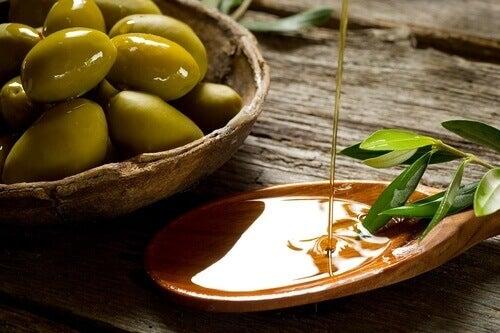 Oliven og extra virgin olivenolje