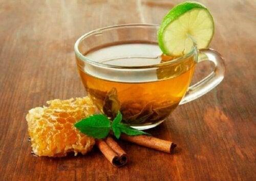 Preparat med honning for å lindre menstruasjonssmerter