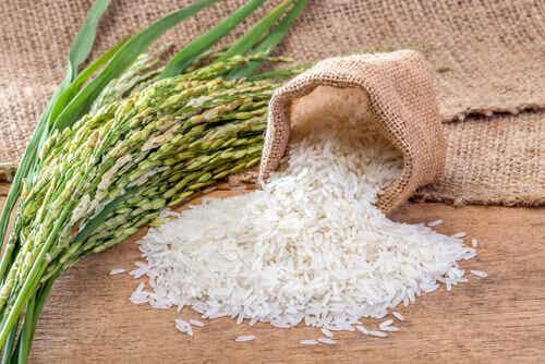 Hva er den beste måten å spise ris på og hvorfor?