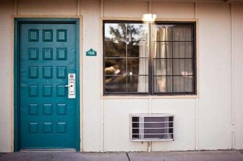 Isoler dører og vinduer