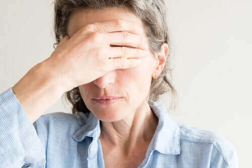Røde og tørre øyne i overgangsalderen