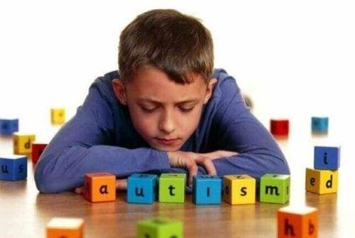 De 5 vanligste tegnene på autisme