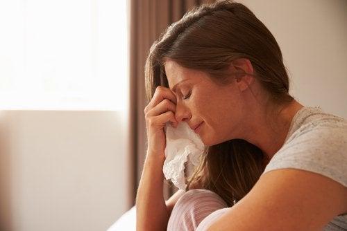 Kvinne som gråter.