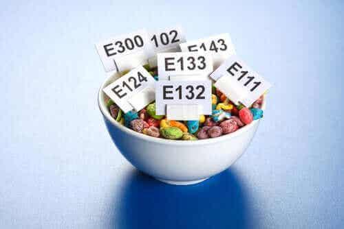 Hvordan påvirkes kroppen av tilsetningsstoffer i mat?