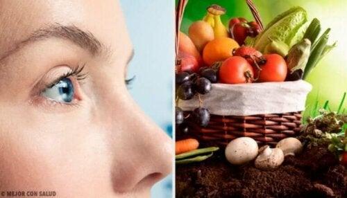 10 matvarer som hjelper deg med å opprettholde et sunt syn