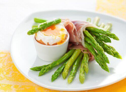 8 fantastiske helsemessige fordeler med asparges