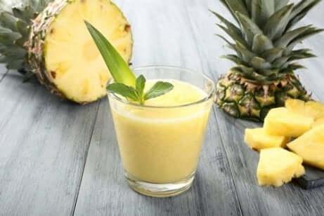 Avokado- og ananassmoothie