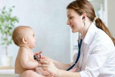 7 tegn som indikerer at du bør ta med babyen din til legen
