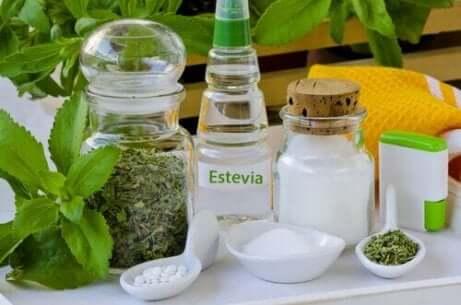 I tillegg til å være et medisinsk middel, er stevia et av de beste søtningsmidlene for all mat