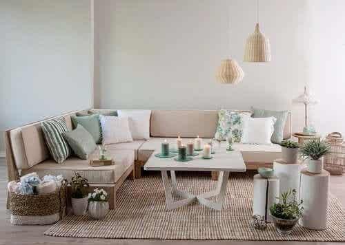 Oppdag hvordan du dekorerer et rom i vintagestil