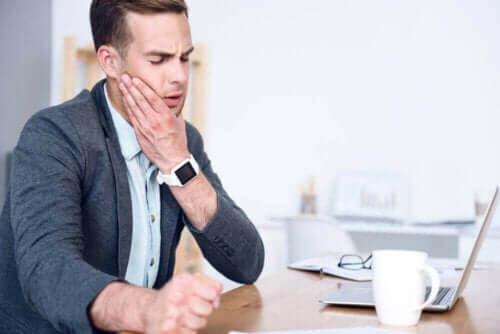 Temporomandibulærleddet lar deg åpne og lukke munnen.