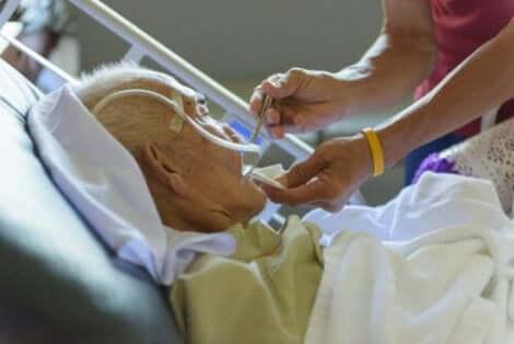 Eldre mann på sykehus