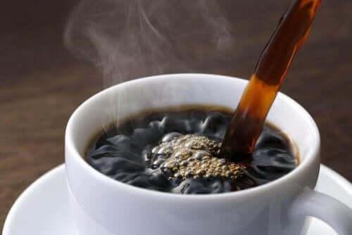 Kopp med svart kaffe