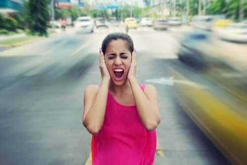 Kvinne plages av støy