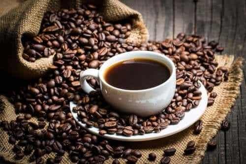Hva sier vitenskapen om koffein?