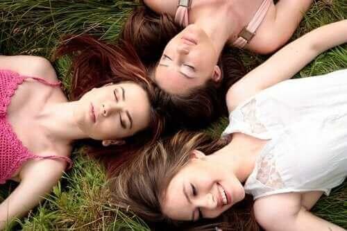 Er det sant at menstruasjonen til kvinner synkroniseres?