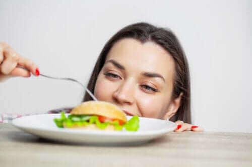Konsekvensene av overspising og hvordan unngå det