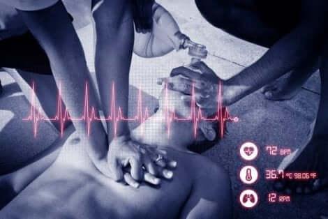 Person med hjertestans som får HLR.