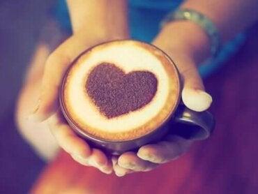 Forholdet mellom inntak av kaffe og hjerteinfarkt