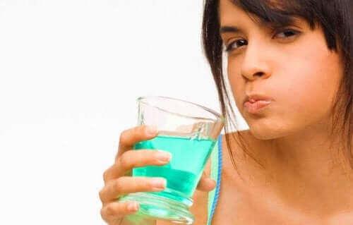 Klorheksidin er et antiseptisk middel.
