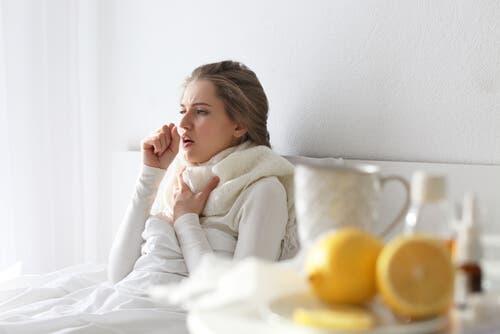 Hosten som blir assosiert med forkjølelse