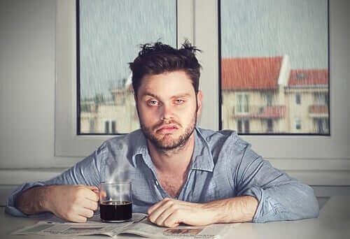 Søvninerti: Derfor våkner du i et dårlig humør