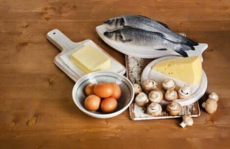 En rekke matvarer som er rike på vitamin D.