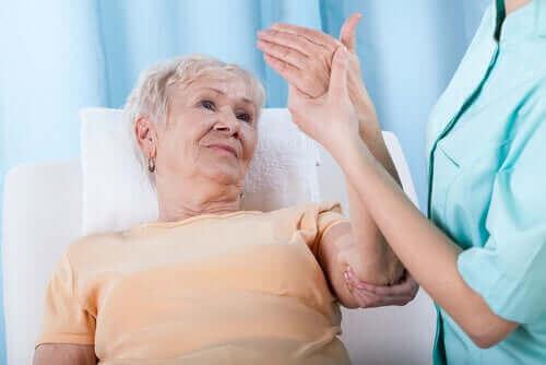 Hva er risikofaktorene for osteoporose?