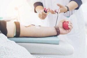 Verdens blodgiverdag hjelper til med å redde liv