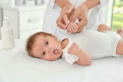 pleie av en baby