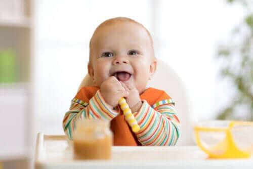 Å avvenne babyen din: Slik kan du begynne å introdusere mat