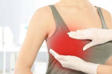 Brystsmerter etter plastisk kirurgi: Hvorfor oppstår det?