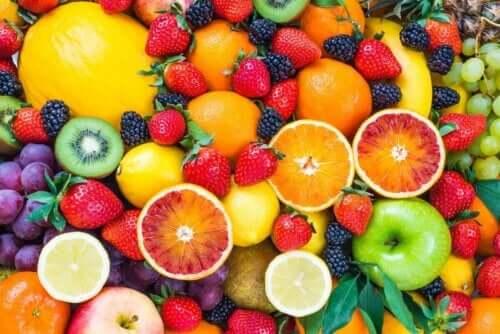 Forskjellige typer frukt og bær