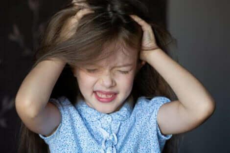 En form for hårtap hos barn kan være alopecia areata.